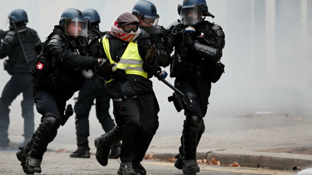 French PM calls for dialogue after fresh 'yellow vest' protests