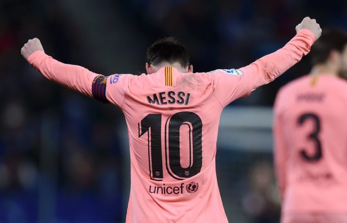 Messi scores two free kicks as Barca thrash Espanyol 4-0