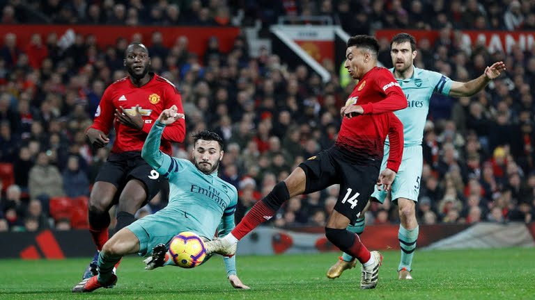 Premier League : United draw with Arsenal, Wolves upset Chelsea