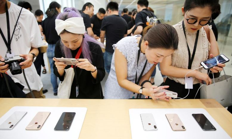 Apple cuts iPhone prices outside U.S. to offset strong dollar