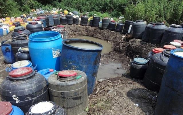Police destroys 1000 litres of homemade liquor