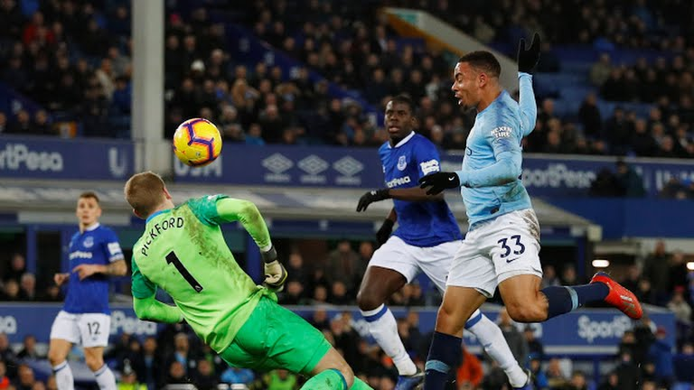Man City beat Everton to replace Liverpool at the top of the table