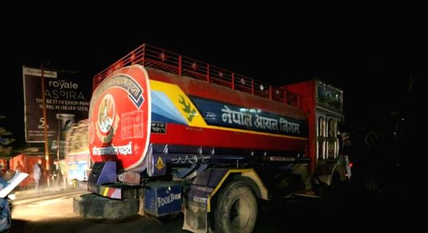 140 petrol tankers stopped at Indian customs enter Nepal