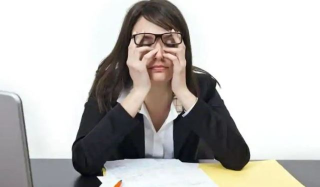 Women who work long hours may face more depression