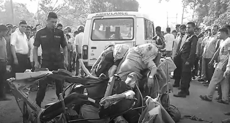 JCB knocks down auto rickshaw; 3 dead, five injured